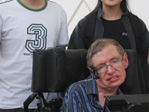 School of Mathematics Professor Molei Tao, School of Physics Asst. Professor Gongjie Li, and Stephen Hawking at the California Institute of Technology in April 2007 (Courtesy of Gongjie Li)